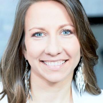 Testimonial by Laura Stanik